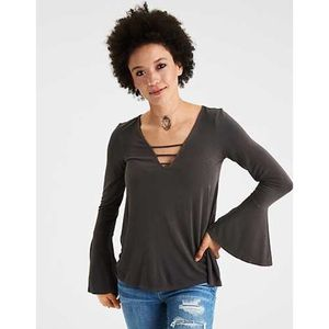 5/$25 American Eagle cage front long sleeve v neck
